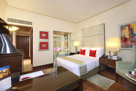 Deluxe Bedroom at The Oberoi Mumbai