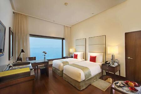 Premier Ocean View Room - Twin Bed at The Oberoi Mumbai