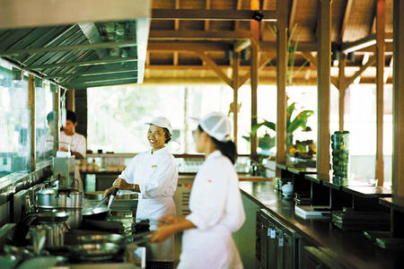 glow chefs in action at como shambhala estate bali