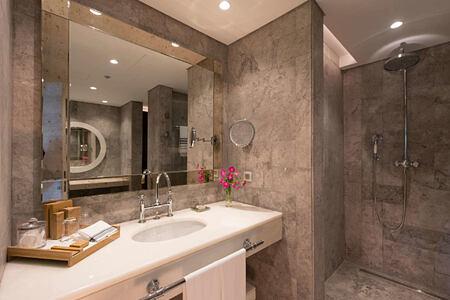 presidential suite bathroom at d-resort turkey
