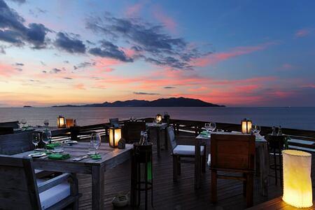 dining on the rocks at six senses samui hotel thailand