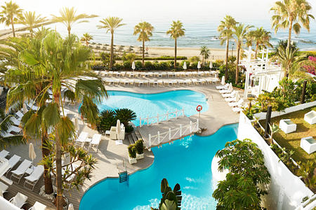 general pool at puente romano hotel marbella