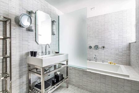 lake view suite bathroom at metropolitan by como usa