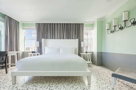 lake view suite bedroom at metropolitan by como usa