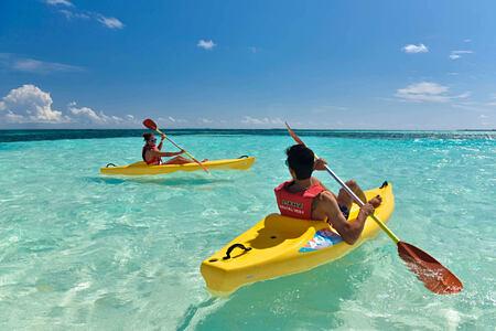 kayaking at Kanuhura hotel Maldives