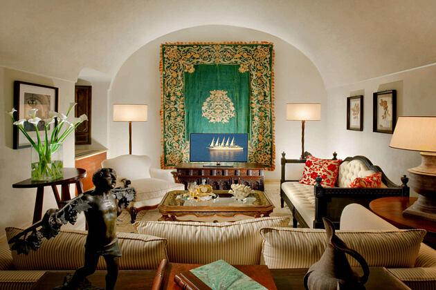 Deluxe Open Space Suite at monastero santa rosa