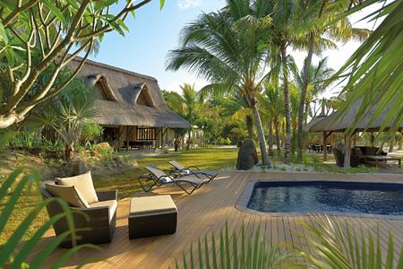 pool at dinarobin hotel mauritius