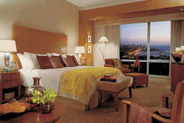 bedroom at four seasons mumbai hotel