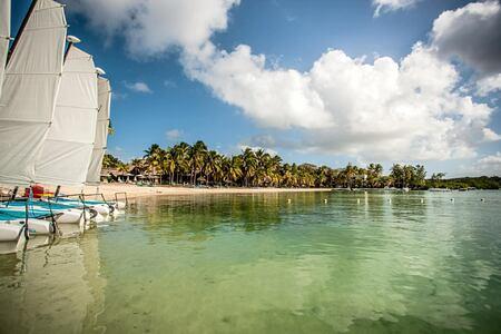 beach at shandrani resort mauritius