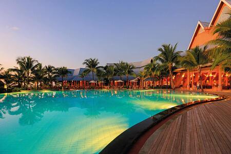 pool at le victoria hotel mauritius