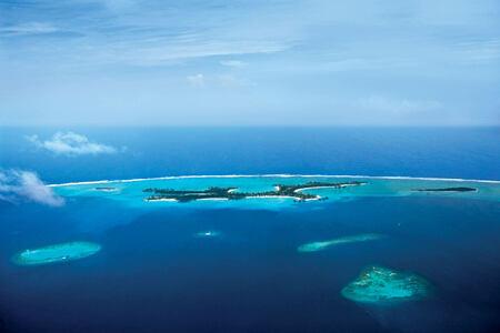 aerial view of reethi rah resort maldives