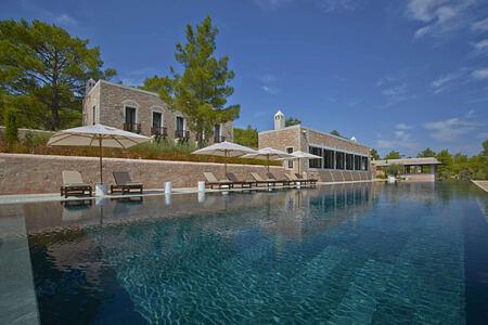 swimming pool at amanruya hotel turkey