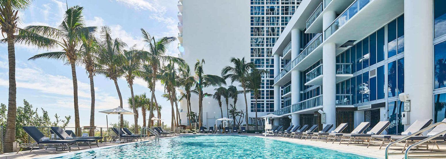 Sunrise Pool at carillion hotel usa
