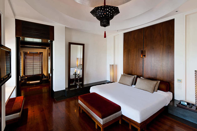 The Chedi Club Suite - Bedroom at the chedi hotel oman