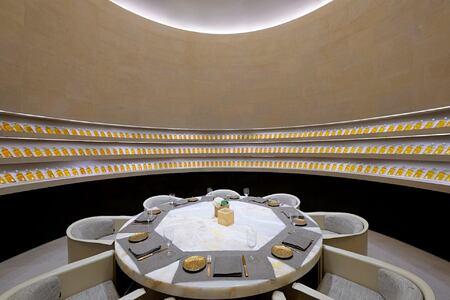 enoteca restaurant at armani hotel dubai