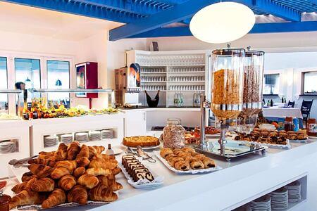 breakfast buffet at Bahiazul Villas and Club