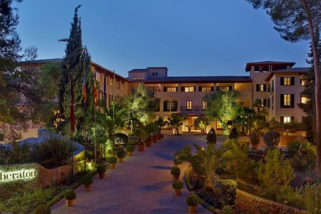 entrance-of-sheraton-mallorca-golf-hotel