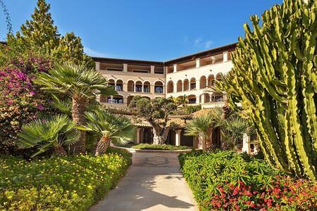 exterior-of-sheraton-mallorca-golf-hotel
