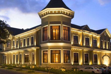 horel exterior at night at hotel grano de oro costa rica