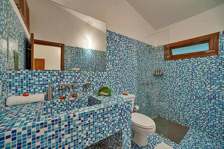 bathroom at shreyas hotel india