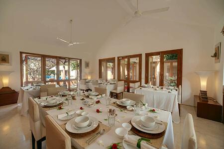 dining at shreyas hotel india