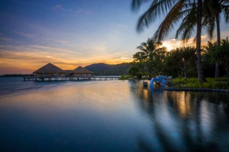 infinity pool at song saa resort cambodia