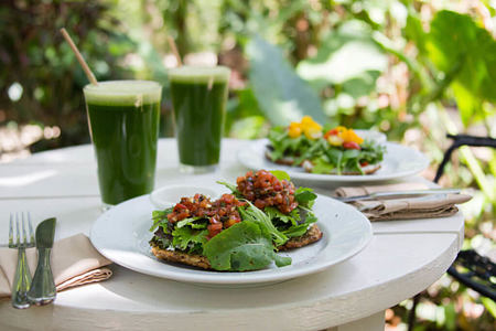 Green juice and food