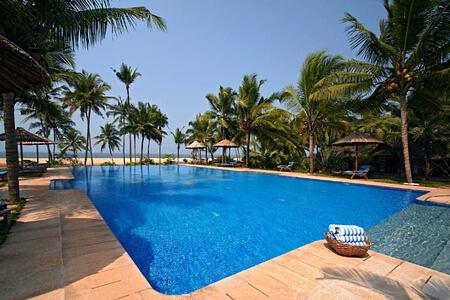 pool at Neeleshwar hotel