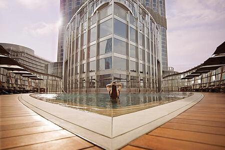 pool at armani hotel dubai