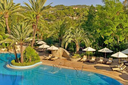 pool-at-sheraton-mallorca-golf-hotel
