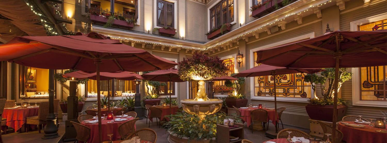 restaurant courtyard at hotel grano de oro costa rica