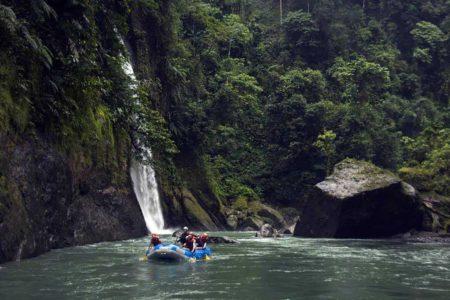 river rafting at finca rosa blanca resort costa rica