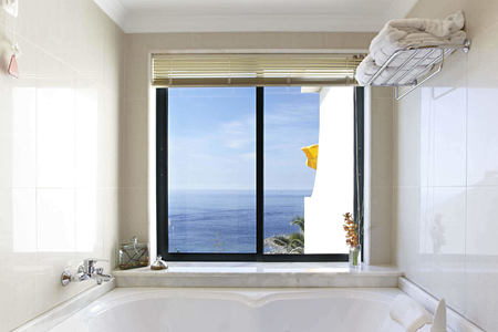 sea view suite jacuzzi bath at Gaolosol Resort Madiera