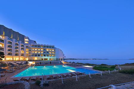 sol beach house at twilight