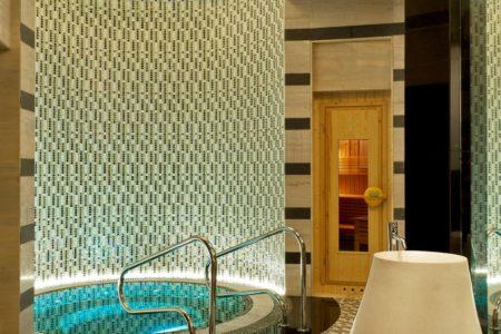 spa jacuzzi at st regis island resort abu dhabi