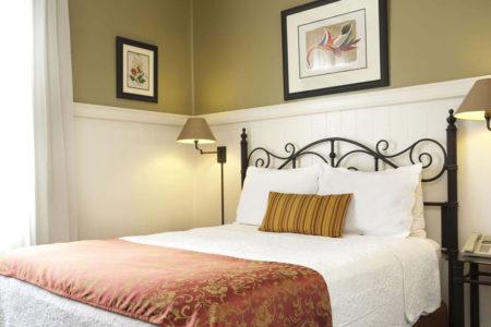 standard room at hotel grano de oro costa rica