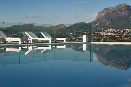 Infinity pool with mountain backdrop at SHA Wellness Spain