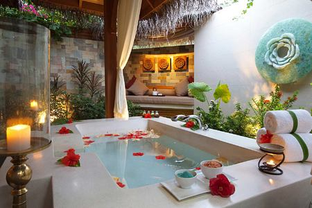 Spa relaxation area at Baros Maldives