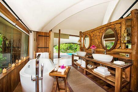 Cabin Bathroom at Chena Huts Sri Lanka