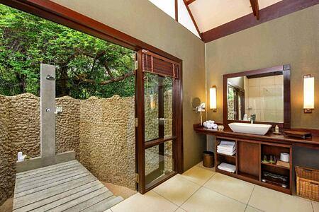 Jungle Cabin bathroom at Jungle Beach Sri Lanka