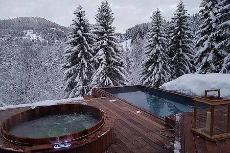 Outdoor bath and jacuzzi at Ferme de Moudon France