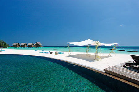 Pool view at Constance Moofushi Maldives