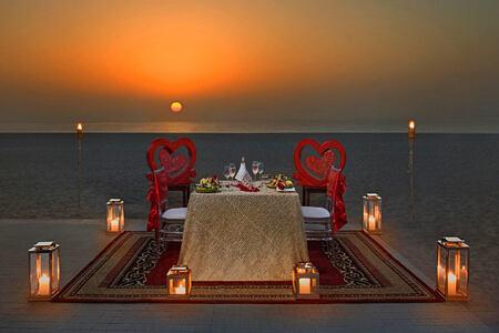 Romantic dining at night at Waldorf Astoria UAE