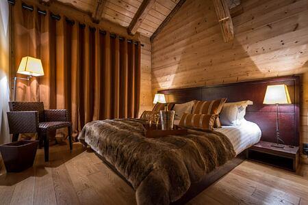 kingsize bed at Ferme de Moudon France