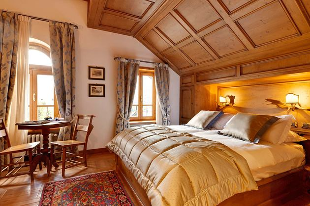 Gold bedspread Bedroom at Hotel Ambra Italy