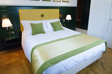 Green bed scarf Bedroom at Hotel Ambra Italy