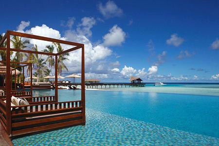 Infinity pool at The Residence Maldives