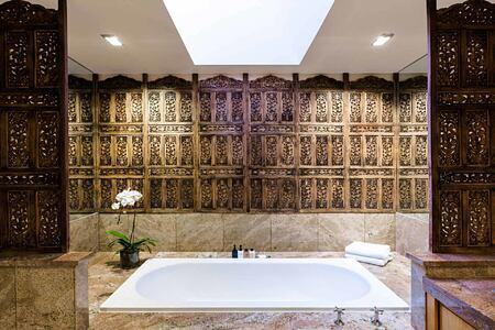 Bantry Bay Villa Lilac bathroom