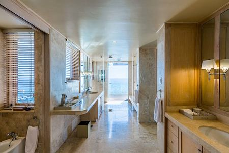 Bantry Bay Villa aqua bathroom