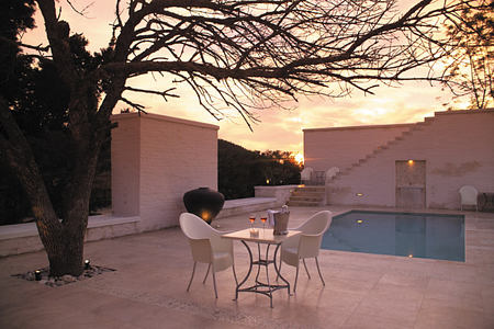 Luxury Cottage courtyard and pool